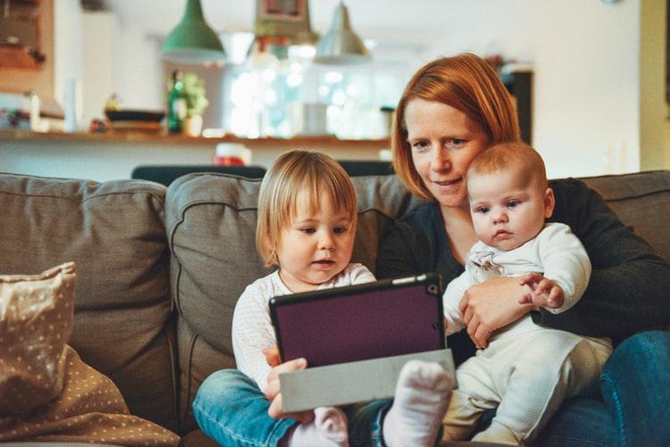 Варим кашу и пишем тексты: как работать на удаленке, если ты - мама